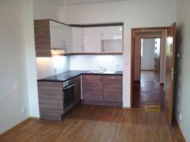 Pronájem bytu 2+kk, 39m2, Praha 4 - Michle, po rekonstrukci, částečně zařízen