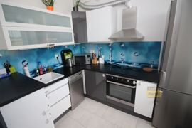 Pronájem bytu 2+kk, 51m2, PV -  Klecany, nový, garážové stání
